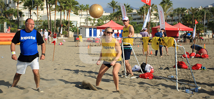 actividades-de-playa-para-empresas-exploramas-torneo-futbol-playa